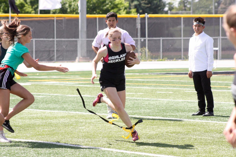 Meghan+Ekins+runs+the+ball+for+the+Seniors