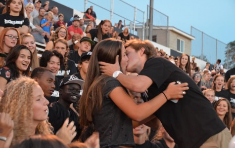 Highland students in the Black Hole participate in kiss cam.