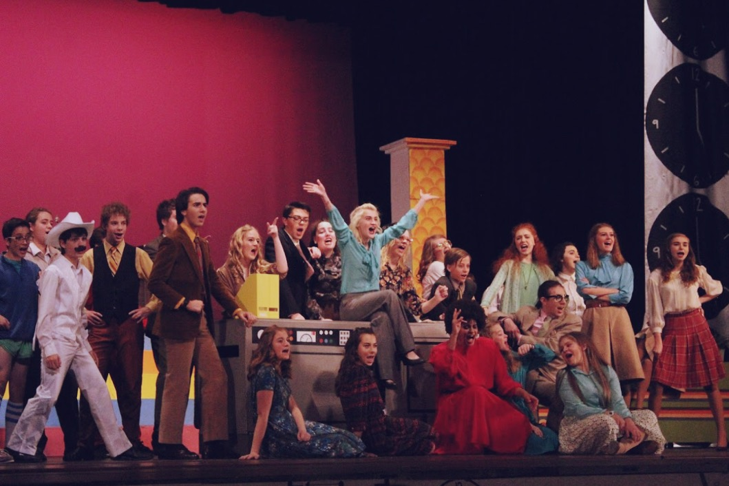 The cast of 9 to 5 performs the final musical number.