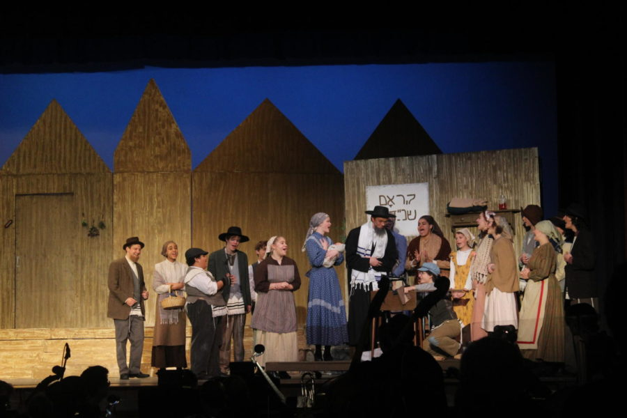 The+cast+of+this+year%27s+musical+perform+during+Fiddler+on+the+Roof.+