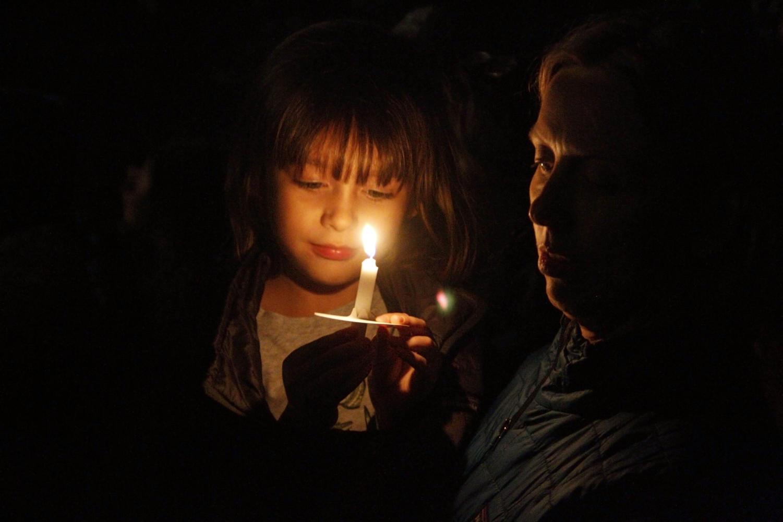 Many people gathered at the Utah synagogue Congregation Kol Ami candlelight vigil.